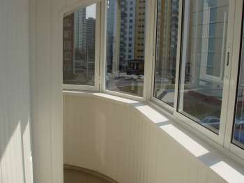 Остекление балкона: выгодные преимущества